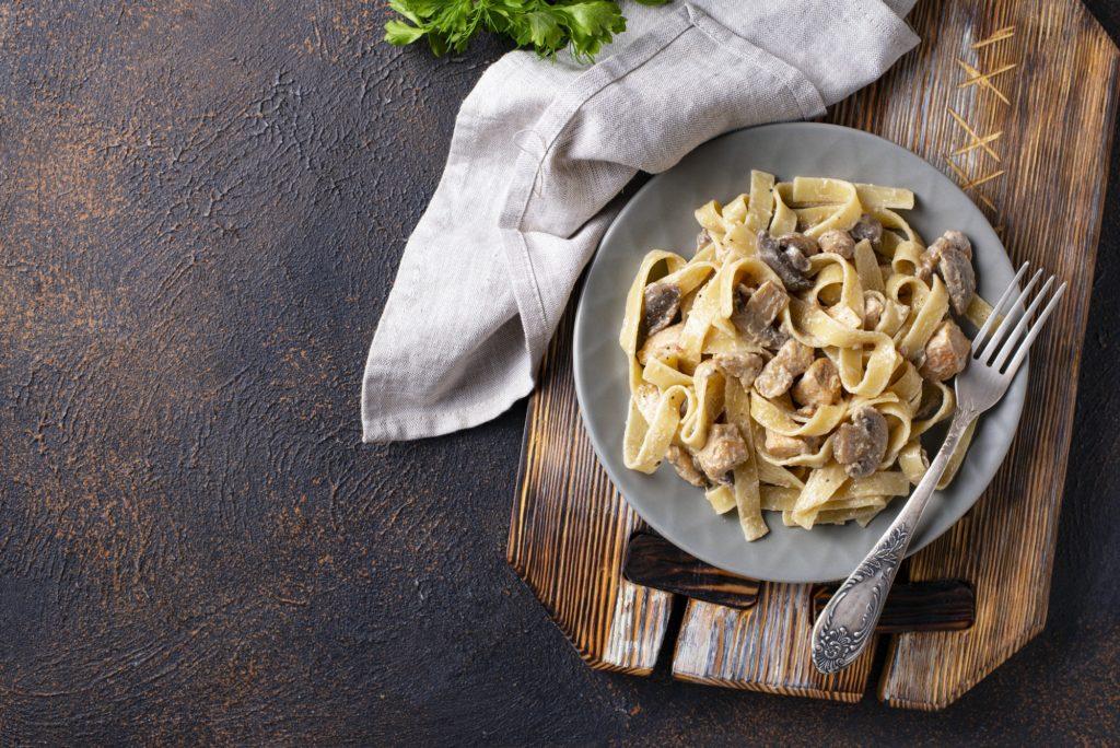 Pasta with chicken and mushroom